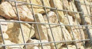 Schanskorven en stenen muren door Betafence