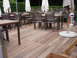 Houten Terras Zwemvijver Tuin Zwemvijver Tuin bij Geralds une terrasse en bois avec geralds 300x225 Zwemvijver Tuin Zwemvijver Tuin bij Geralds une terrasse en bois avec geralds 300x225